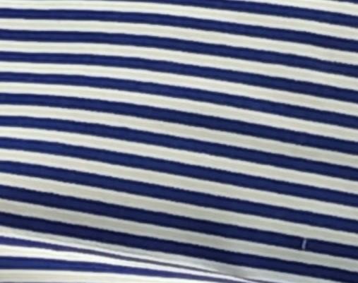 Rayas blancas y azules